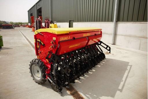 Shopsoiled 3 metre Mounted Grain & Fert Drill